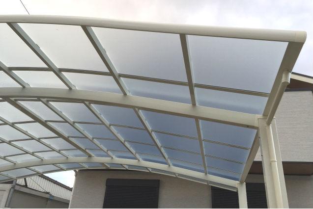駐車スペースの屋根