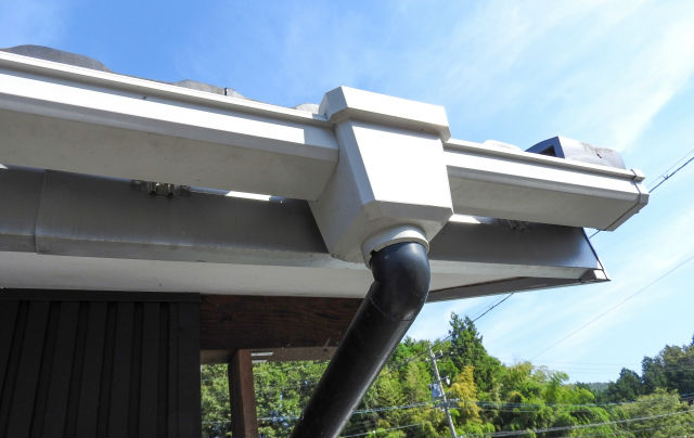 屋根や樋の一部の越境